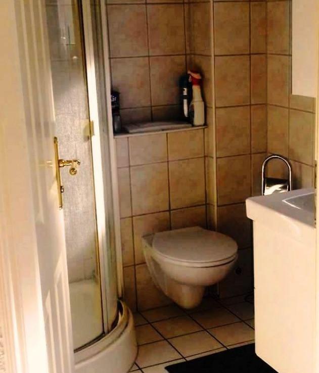 EG: G-WC mit Dusche