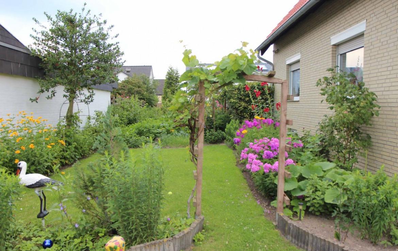 Garten seitlich