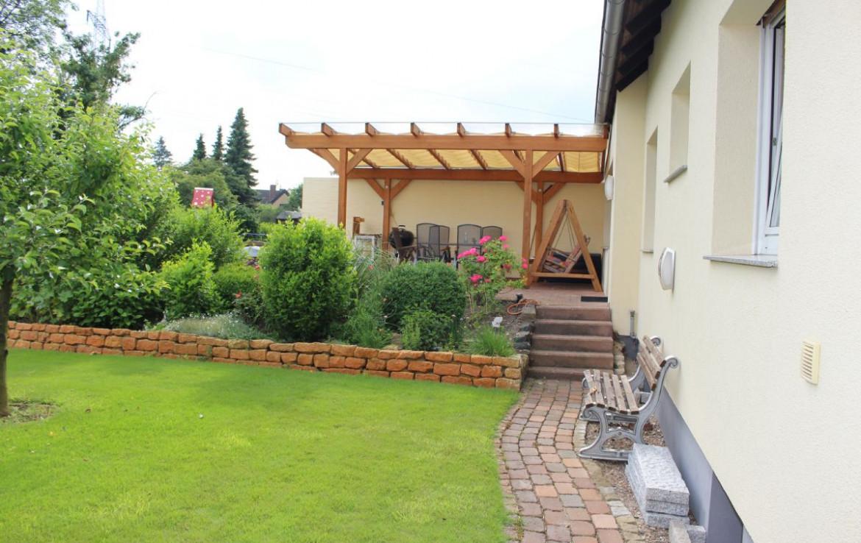 Hinterm Haus Terrasse