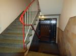 Treppenhaus mit Haustüre