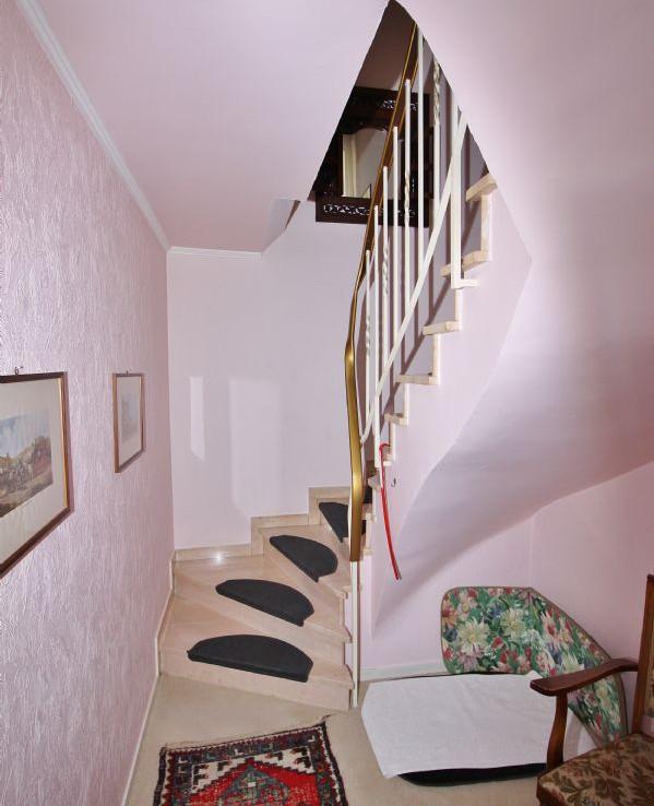 Treppe zum Untergeschoß