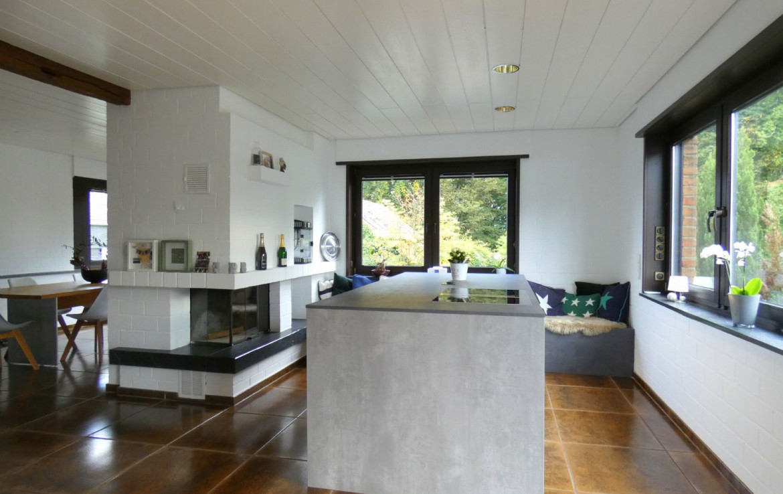 Kochinsel und Kamin