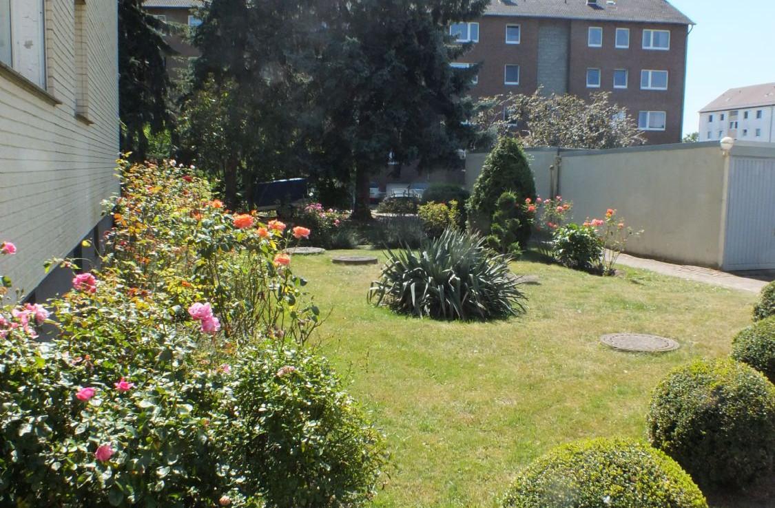 Seitenansicht mit Garten