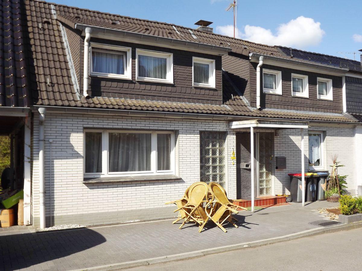waldrandlage schmucke doppelhaush lfte mit traumgarten. Black Bedroom Furniture Sets. Home Design Ideas